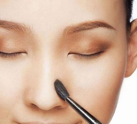 Tạo khối chữ V ở đầu mũi giúp mũi cao, thon gọn hơn