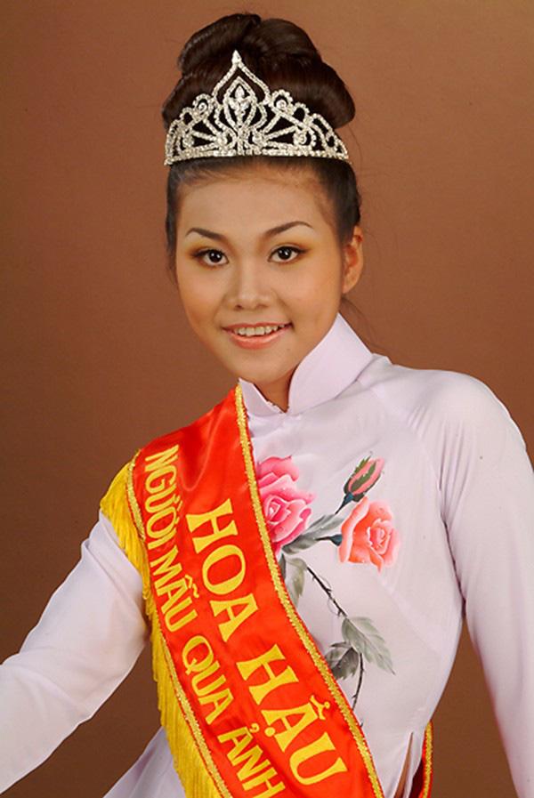 Hoa hậu Thanh Hằng với khuôn mày lá liễu cong vút
